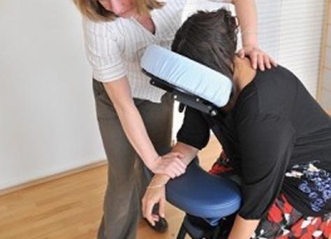 Shiatsu im Unternehmen auf dem Massage-Stuhl